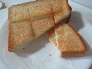 見た目変わった格子状に切り目を入れたウォーターオーブントースト